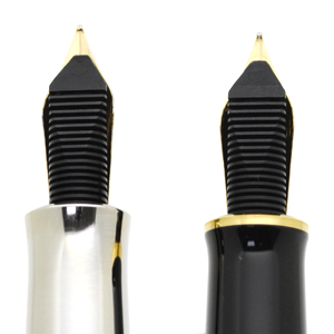 左がペン・オブ・ザ・イヤー 右がM800