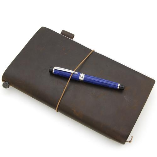 【パイロットの万年筆レガンス89sブルーと愛用している手帳です】