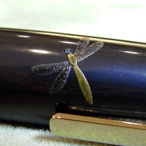 翅の描写が繊細です