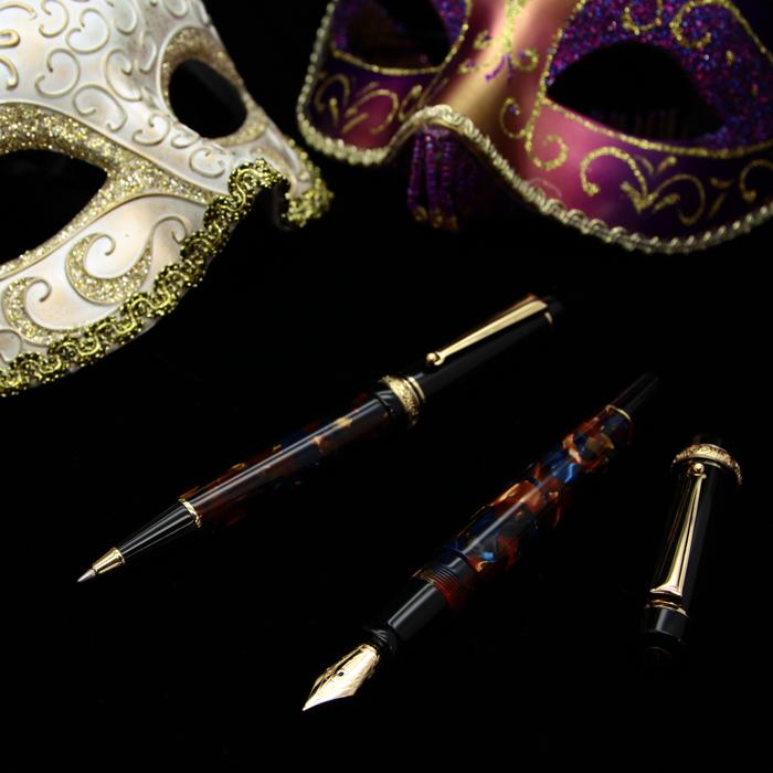 万年筆とボールペン、どちらもご用意がございます!