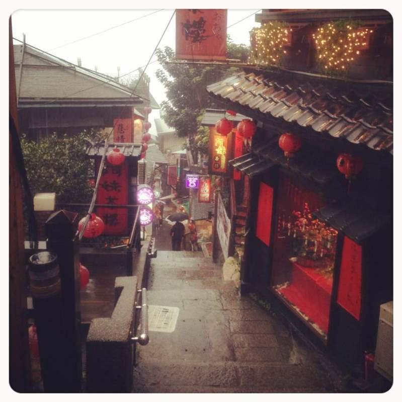 そう言えば数年前の台湾旅行も雨。笑