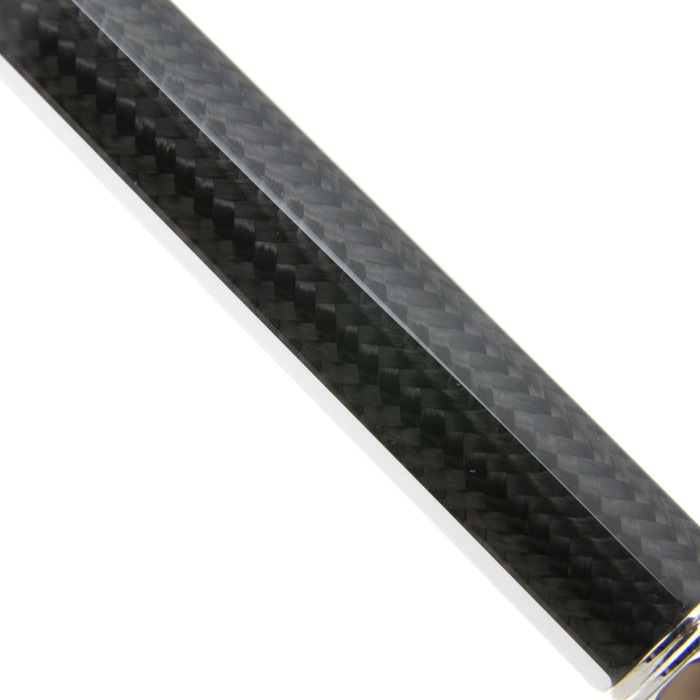 炭素繊維が織られています