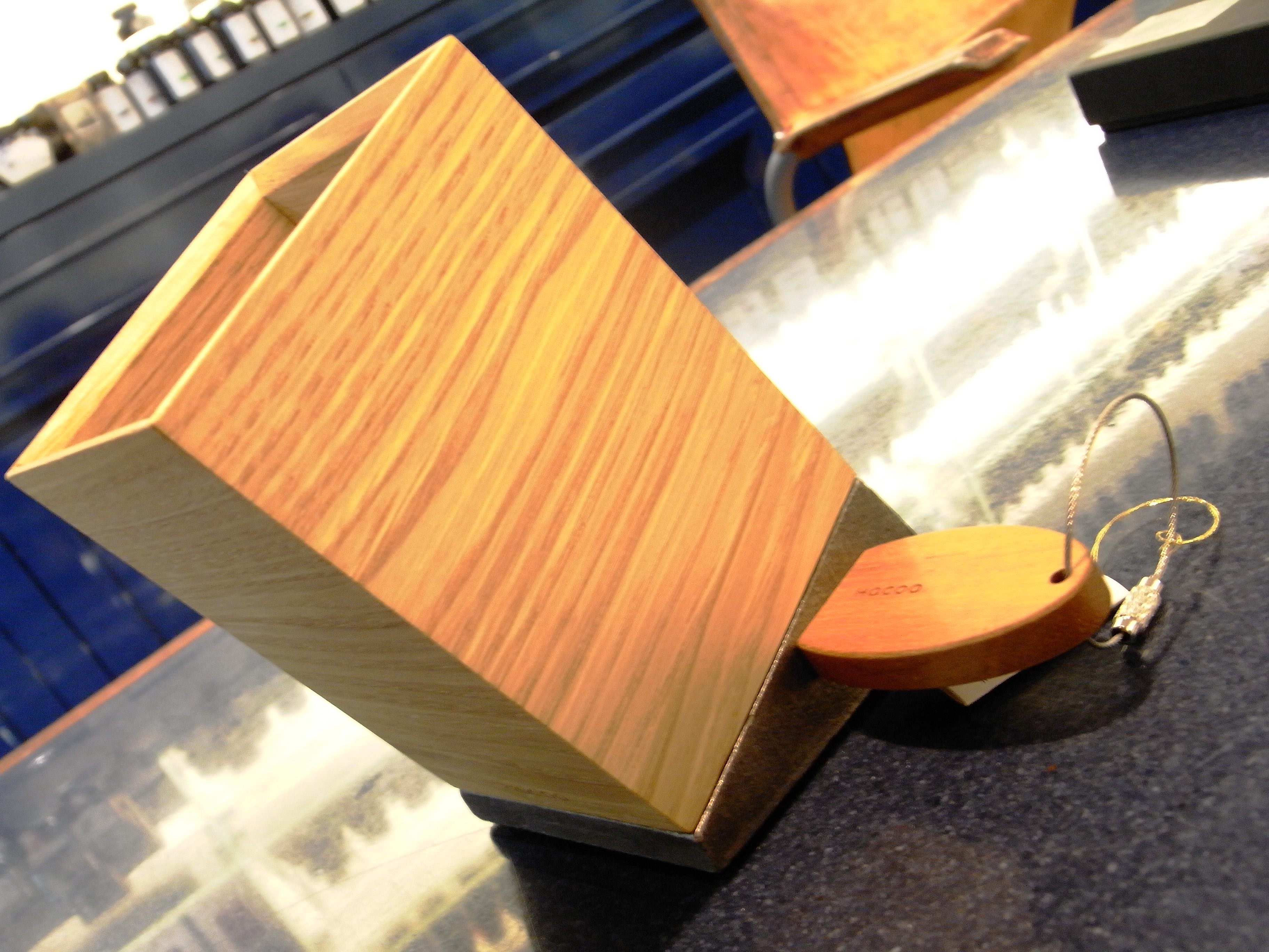 磁石でくっつくので、工夫次第で色々な使い方が出来そうです。