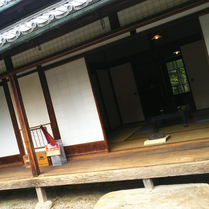 漱石は縁側で物語の構想を練ったりしたのでしょうか。