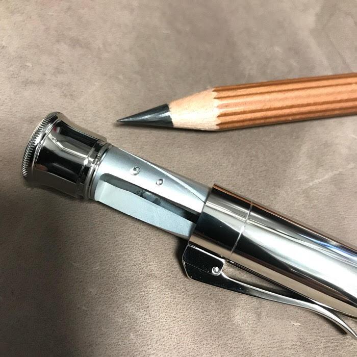 鉛筆削りが隠れている...