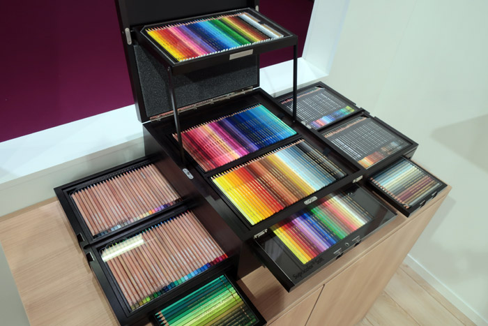 CARAN d'ACHE:400色以上の色鉛筆セット
